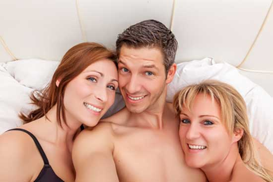 Quebec foursome 3 hot girls 1 guy gold - 3 5